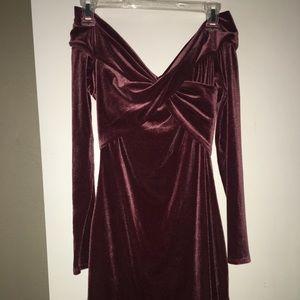 Off the shoulder velvet tight dress